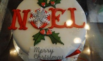 Fay's Decorated Christmas Cake, boxed-up and ready to go