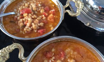 Bulgur, chickpea and tomato soup