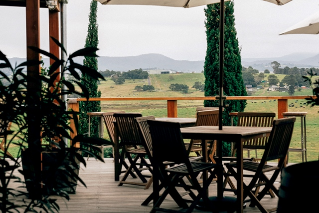 Outdoor dining at Cupitt's Winery