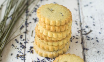 Lavender biscuits (courtesy of Wallflower Girl)