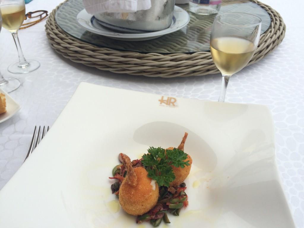 Gambero con fior di latte, pomodorino Agerolese, olive e capperi