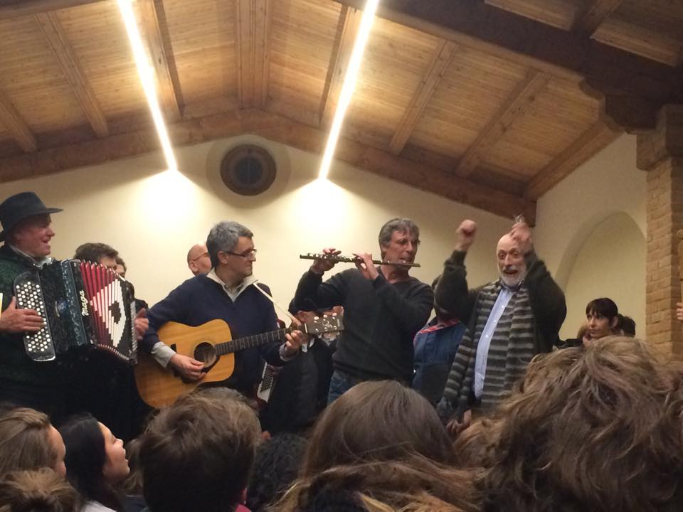 """Canto j'euv musicians being """"conducted"""" by Carlo Petrinii at Cantina Chioneti,, Dogliani"""